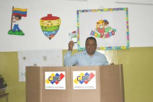 Alcalde Francisco González ejerció su derecho al voto (1)
